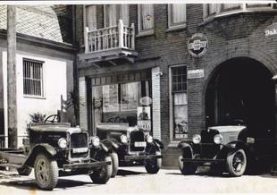 Begin jaren aan de straatweg 100 in Breukelen ''Van Ekris B.V.''