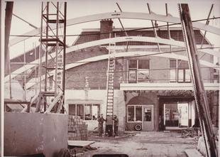 Verbouwing in Breukelen mega showroom 1962