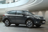 De nieuwe RAV4 in de showroom