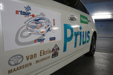Van Barneveld met de Prius Plug-in on tour